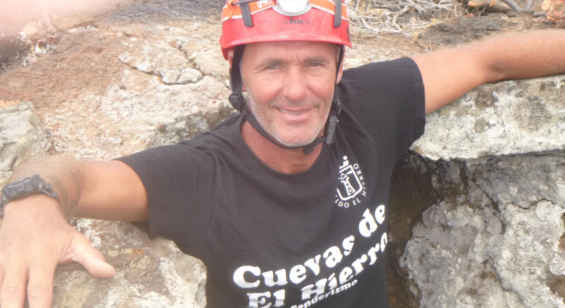 Der Höhlenführer beim Abstieg